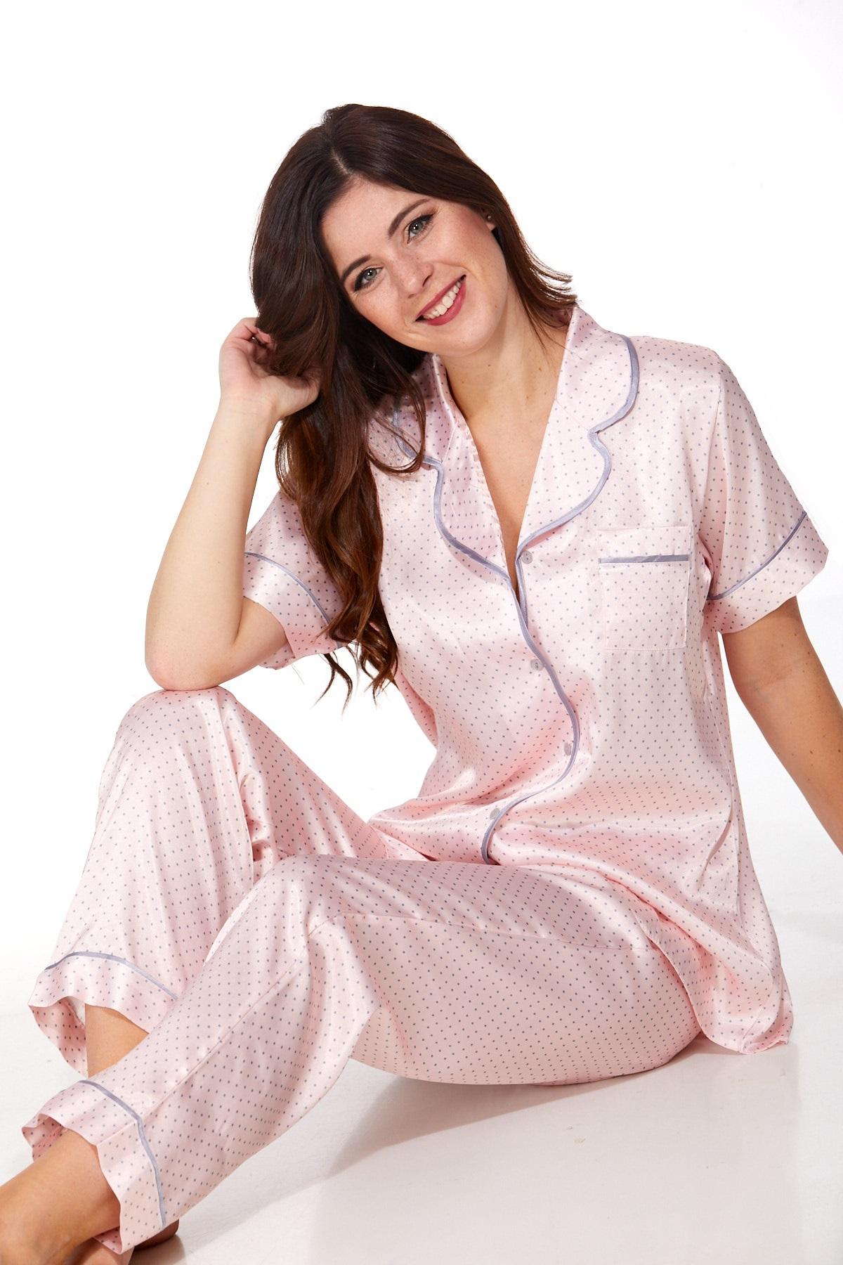 Elegantní saténové pyžamo pro ženy 1E8296